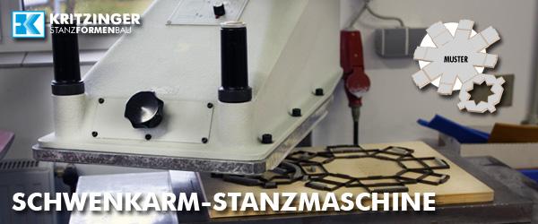 Karton von Stanzmaschine gestanzt